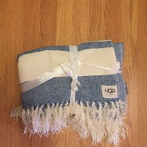 Ugg throw  brand new color blue  and white